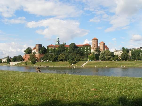 Widok na Wzgórze Wawelskie – podobny jak na projekcie kurtyny Wyspiańskiego